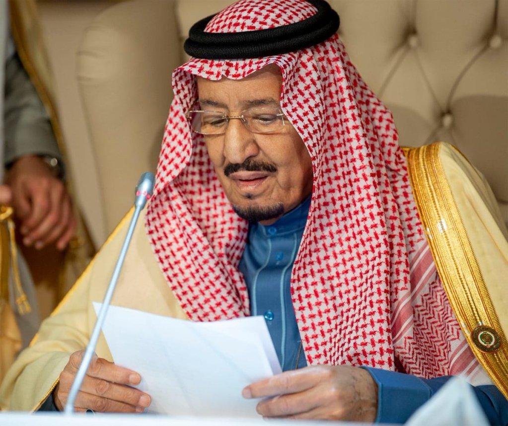 خادم الحرمين الشريفين يؤكد من قمة تونس أن القضية الفلسطينية على رأس اهتمامات المملكة