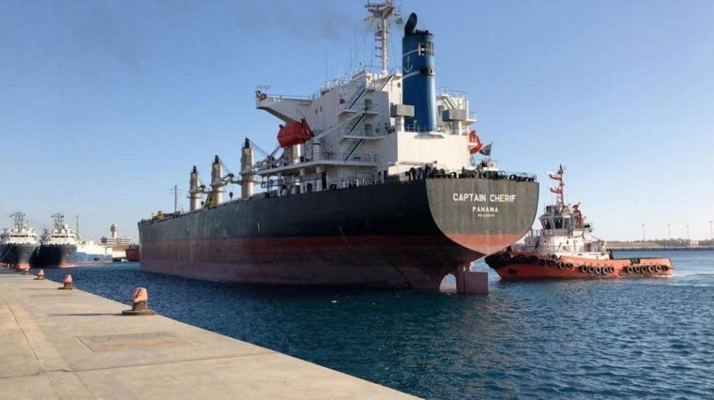 ميناء ضبا ينجح في تصدير أول شحنة سفينة بمادة الكلنكر منذ تأسيسه إلى ميناء عدن