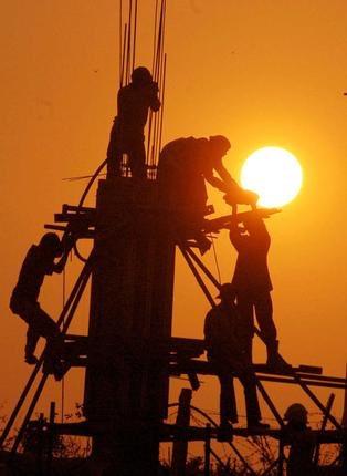 وزارة العمل تعلن تطبيق قرار حظر العمل تحت أشعة الشمس