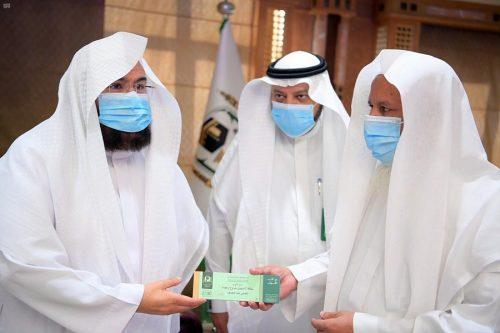 السديس يدشن بطاقة تسهيل لدخول وخروج كبار السن في المسجد النبوي