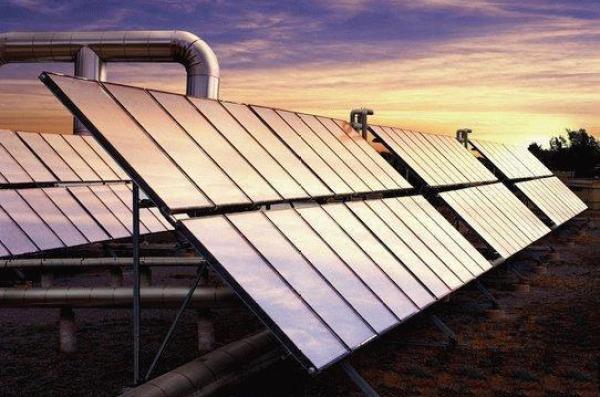 Crean dispositivo que genera energía solar limpia y purifica el agua al mismo tiempo