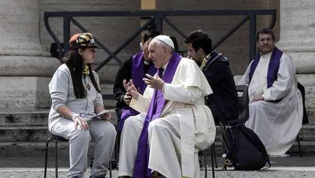 Papa Francisco invita a los jóvenes a rezar