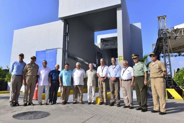 Los equipos fueron inaugurados con la visita del embajador de los Estados Unidos, Kevin Whitaker y el Secretario de Estado adjunto para asuntos Internacionales de Narcóticos, William Brownfield