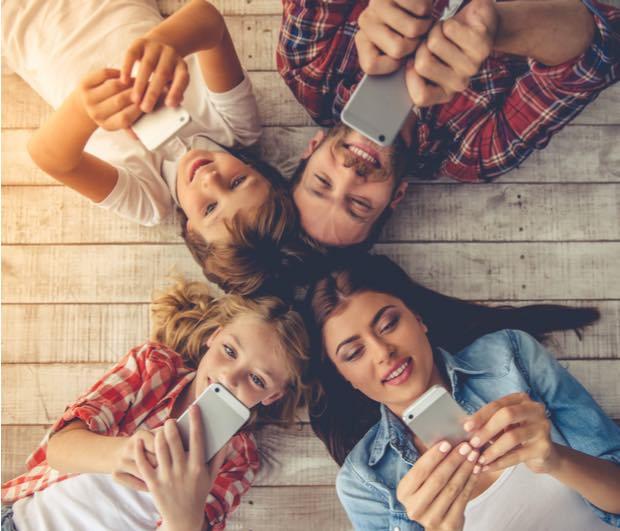 9 de cada 10 jóvenes evitan hablar por teléfono y prefieren usar apps de mensajería