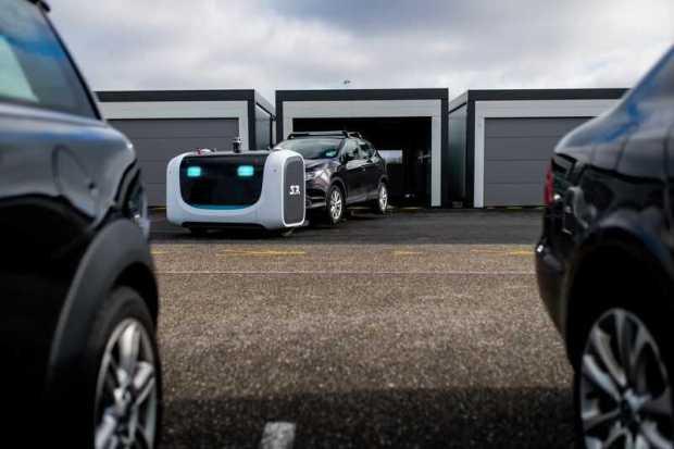 Robots autónomos estacionan vehículos en aeropuertos de Europa