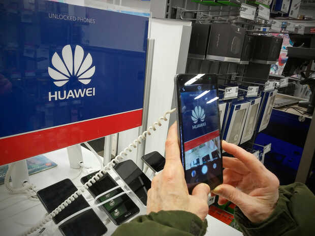 Ofertas abruptas y devoluciones de equipos Huawei ante su futuro incierto