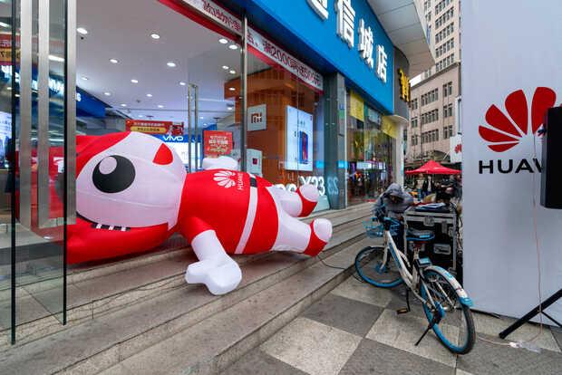 Samsung, LG Display y otros fabricantes de componentes electrónicos como SH Hynix dejarán de suministrar partes a Huawei. La decisión