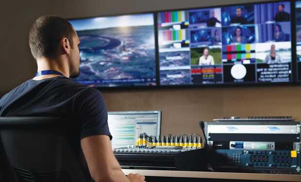 LiveU ofrece una solución completa para la Producción Remota (REMI) que asegura la sincronización de múltiples fuentes de video inalámbricas en directo. La producción remota permite reducir los costos, produciendo eventos en directo con múltiples cámaras, desde un estudio centralizado a distancia.