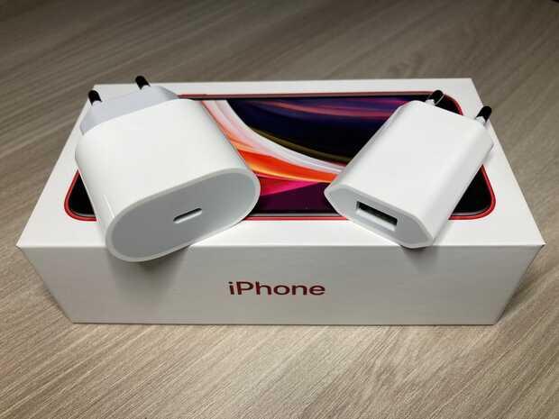 Apple tendrá que volver a incluir cargador con el iPhone