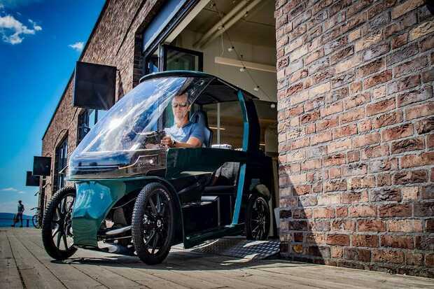 Bicicleta eléctrica de cuatro ruedas CityQ puede transportar pasajeros y carga