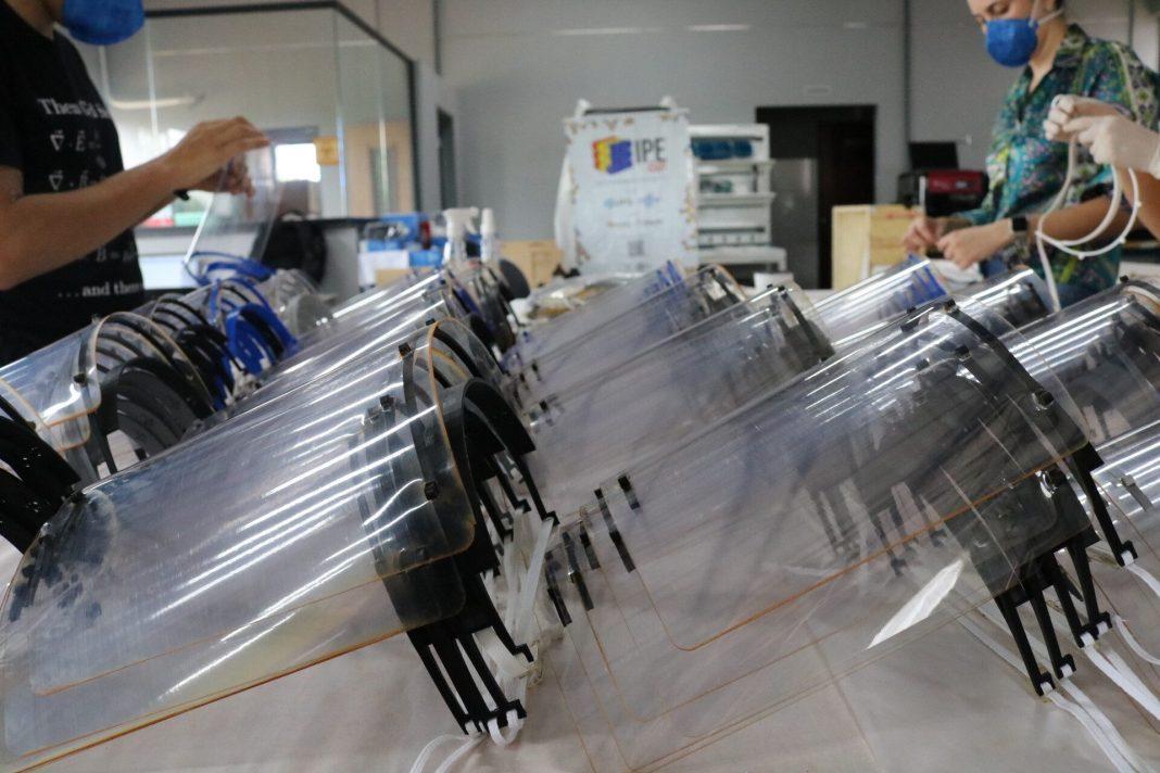 Protetores Faciaisi produzidos pela Universidade Federal de Goiás para unidades de saúde pública (foto divulgação)