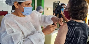 Vacinação contra a Covid-19 segue neste sábado (24) (Foto: Prefeitura de Goiânia)