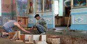 În fotografie: Reparația în biserica din Zberoaia e în toi