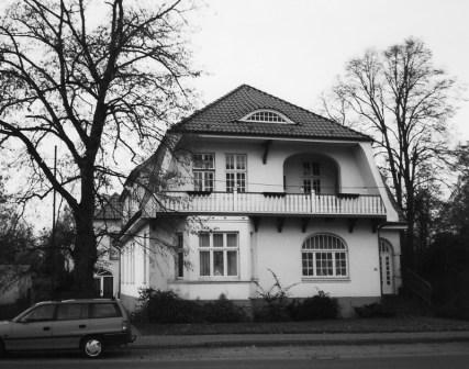 -35- Haus Jan Osterloh, später Schwesternheim. Ab 2001 befand sich hier die Frühförderung der St. Anna Stiftung. Aufnahme 2000