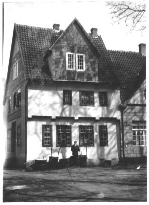 -5- Tempel von der Westseite, der Kichhof-Seite.