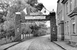 -117- Gesellenbundesfest Juni 1952, rechts die Häuser Schlaphorst, Schönhöft, ganz im Hintergrund Schmied Fette