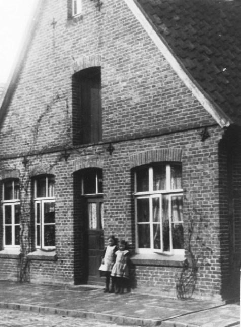 -10- Burgstraße , das Haus Wulf um 1910. Hier wuchs der vielen Dinklagern bekannte Rektor Ludwig Wulf auf. Aufnahme 1910