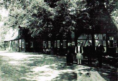 Das alte Haus von Meyer-Bünne. Mit Meyer's Sefa, Agnes und Onkel Jänkie ...