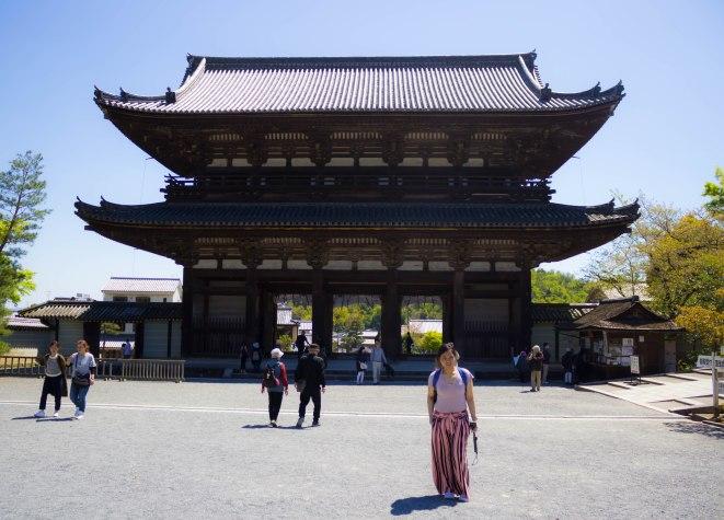 The main entrance gate to the Ninnaji temple complex.