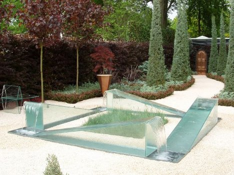 The Gravity of Illusion: Dyson's Mysterious Garden Fountain