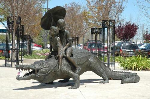 The-Worlds-Most-Bizarre-and-WTF-Statues-0010