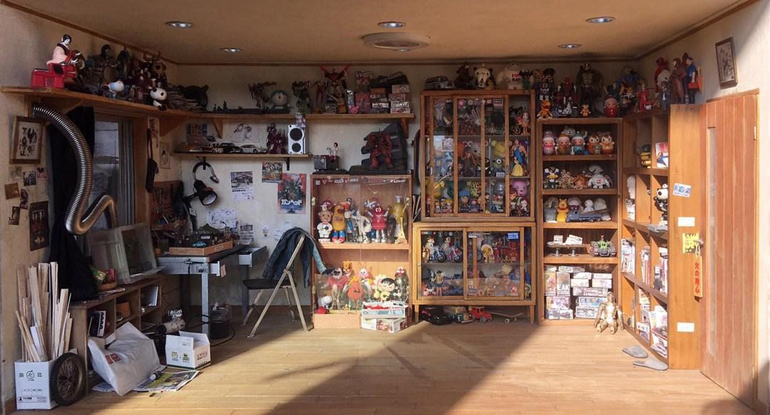 ARTIST MAKES MINIATURE MODEL OF HIS ROOM 1