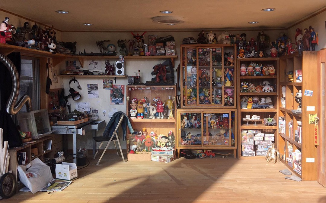 Artist Makes Miniature Model Of His Room In Mind Blowing Detail