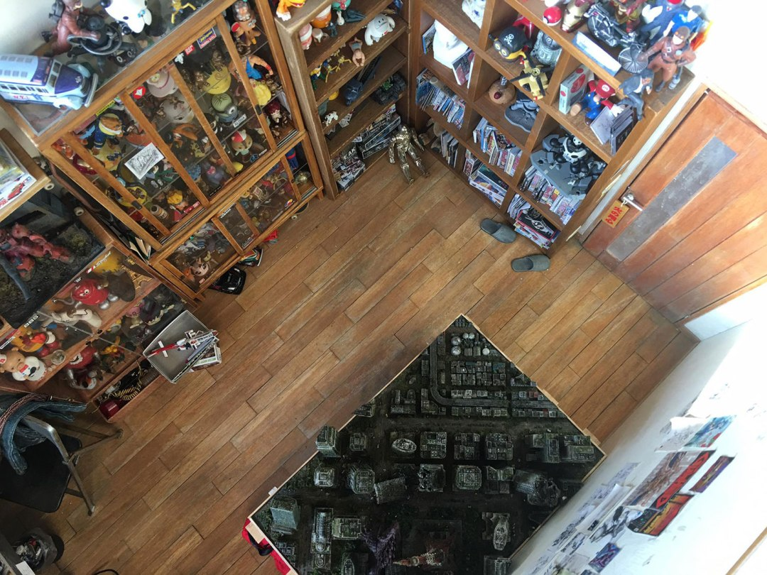 ARTIST MAKES MINIATURE MODEL OF HIS ROOM 15