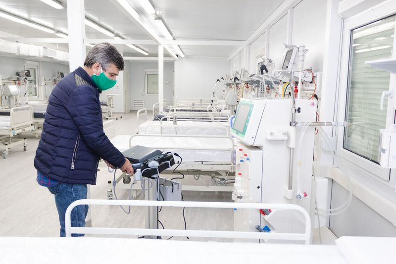 Zabaleta supervisó el equipamiento sanitario en el nuevo Hospital Modular de Hurlingham