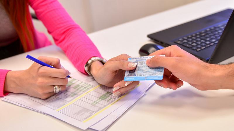 La validez de las licencias de conducir con vencimientos hasta el 31 de agosto se extendió por 180 días