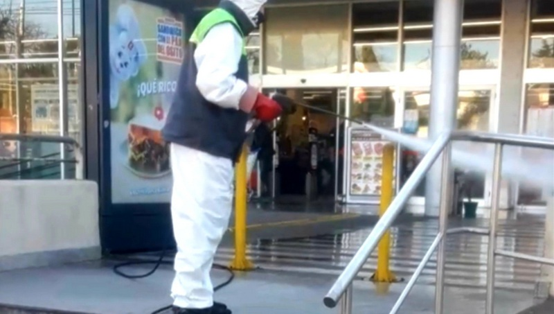 San Fernando desinfectó los supermercados e hipermercados del distrito