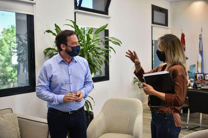 Ariel Sujarchuk y Malena Galmarini firmaron un convenio para la extensión de la red   de agua en el barrio La Chechela y anunciaron la licitación de la misma obra en el barrio La Pista