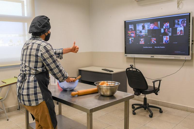 Con gran éxito, continúan las clases virtuales de cocina de la Escuela de Oficios de San Fernando