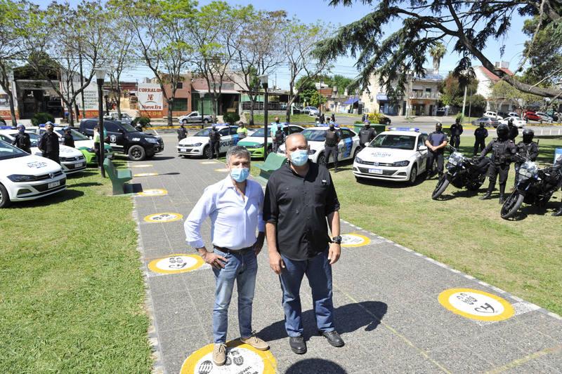 Zabaleta y Berni entregaron nuevos móviles policiales para reforzar la seguridad en Hurlingham