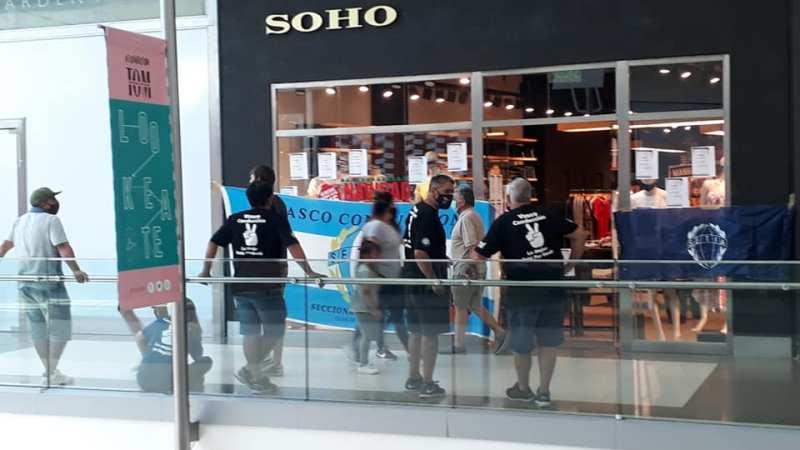 Los Trabajadores Textiles realizaron medidas de protesta en locales de Soho por el pago de Salarios adeudados