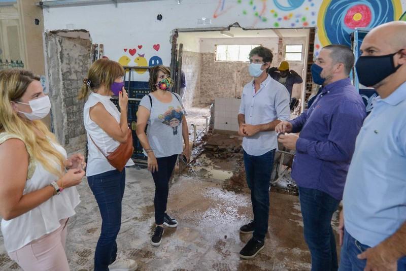 Juan Andreotti recorrió la obra de renovación de la Escuela Secundaria Nº 1 del barrio Infico