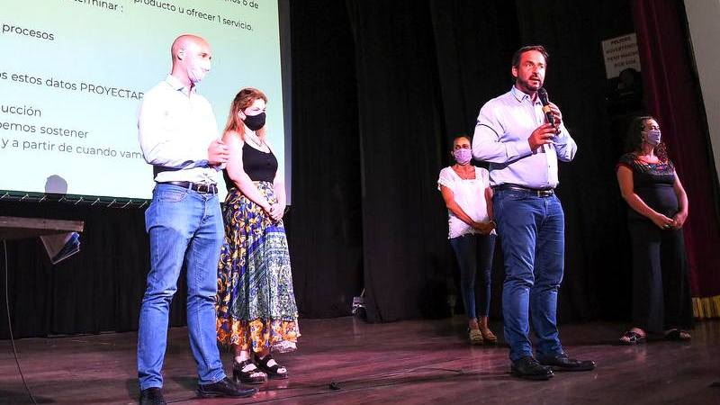 En el Teatro Seminari, se brindó una capacitación  para emprendedores