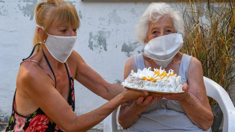 Una vecina de San Fernando cumplió 100 años y fue saludada por el Municipio