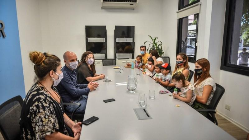 Escobar Sin Indocumentados: Beto Ramil y Rocío Fernández se reunieron con beneficiarios de este programa que posibilita el derecho a la identidad
