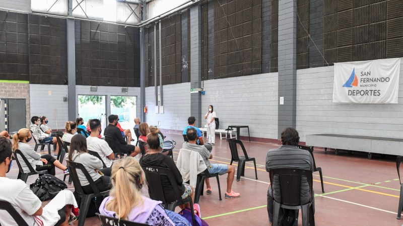 San Fernando capacita al personal de sus polideportivos sobre prevención contra el covid-19