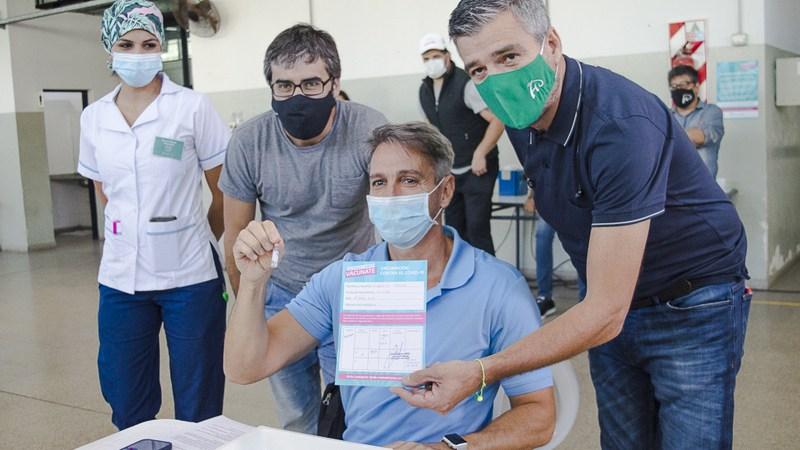 Zabaleta supervisó el inicio de la vacunación a mayores de 70 años y a grupos de riesgo