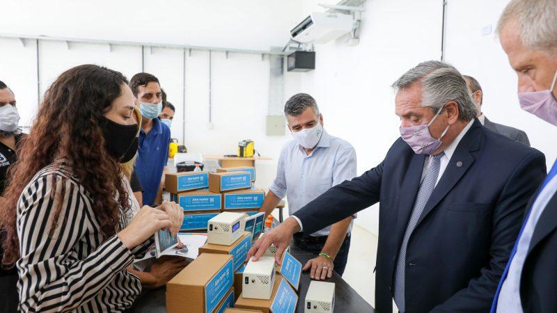 Alberto Fernández recorrió la UNAHUR junto a Zabaleta, Perczyk y Katopodis para conocer los medidores de dióxido de carbono para escuelas