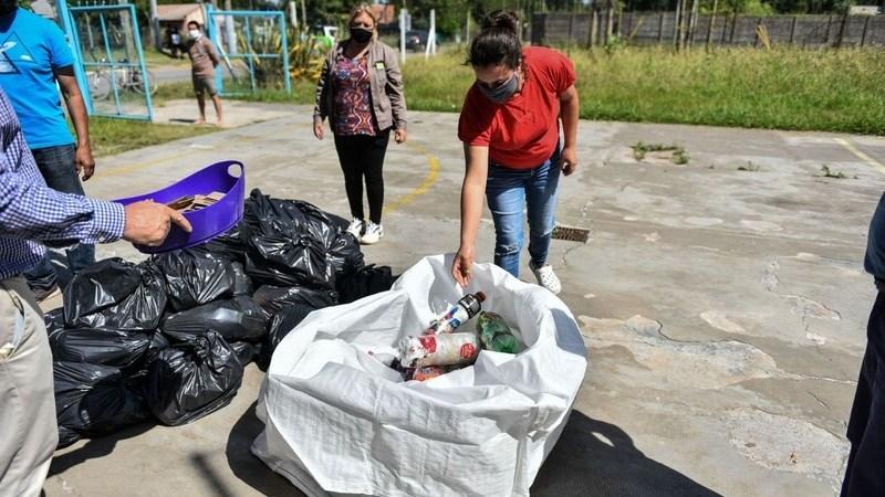 La Municipalidad recolectó 2.065 kilos de ecobotellas gracias al compromiso de los vecinos y vecinas
