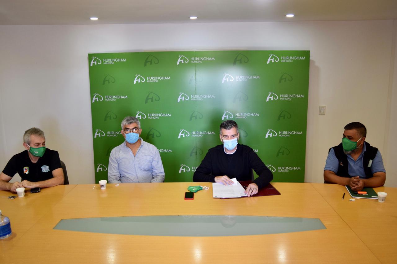 Zabaleta otorgó un 30% de aumento a trabajadores municipales y un bono por cuatro meses al personal de salud