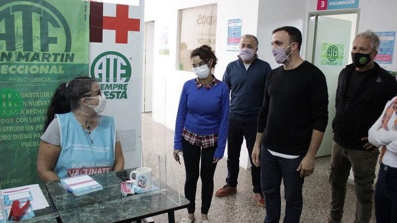 Alessandrini y grosso recorrieron el vacunatorio de ATE San Martín