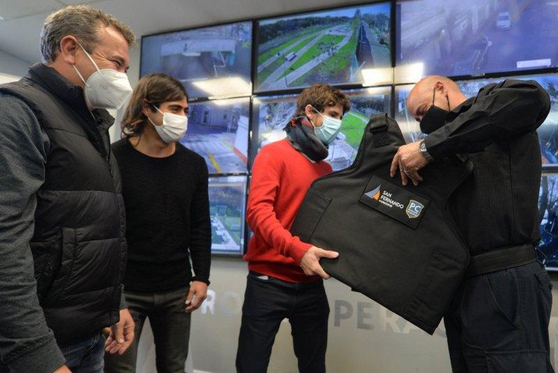 Juan Andreotti entregó chalecos antibalas para agentes de Protección Ciudadana de San Fernando