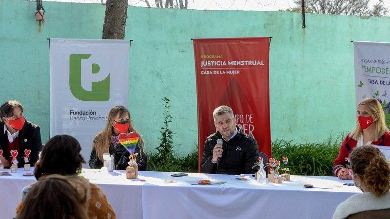 Zabaleta y Di Tullio presentaron el registro de cupo laboral travesti trans en Hurlingham y realizaron una donación de copas menstruales
