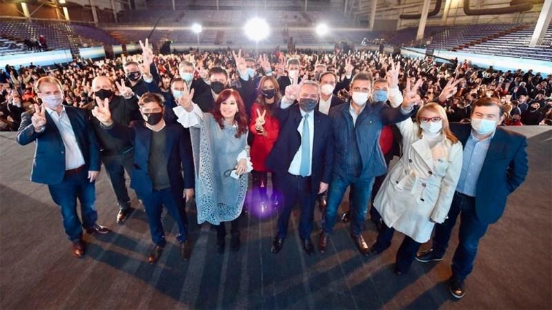 """El Presidente y Cristina ratificaron su compromiso de defender """"la dignidad del trabajo"""""""