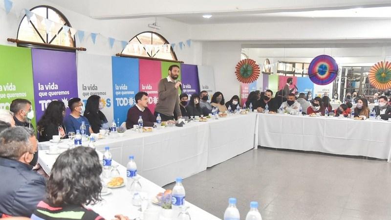 El Frente de Todos de Hurlingham realizó un desayuno junto al intendente Selci y a referentes sociales de la comunidad