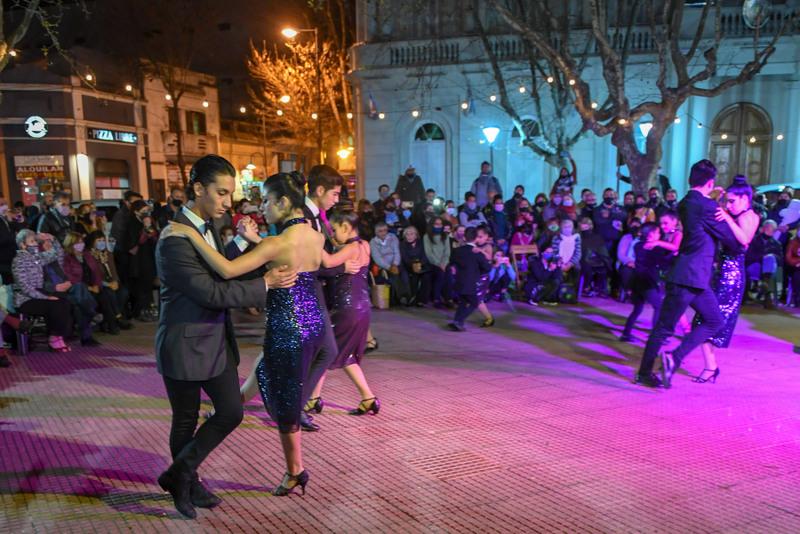 """Se realizó una nueva """"Milonga al Aire Libre"""" en la plaza Mitre de San Fernando"""